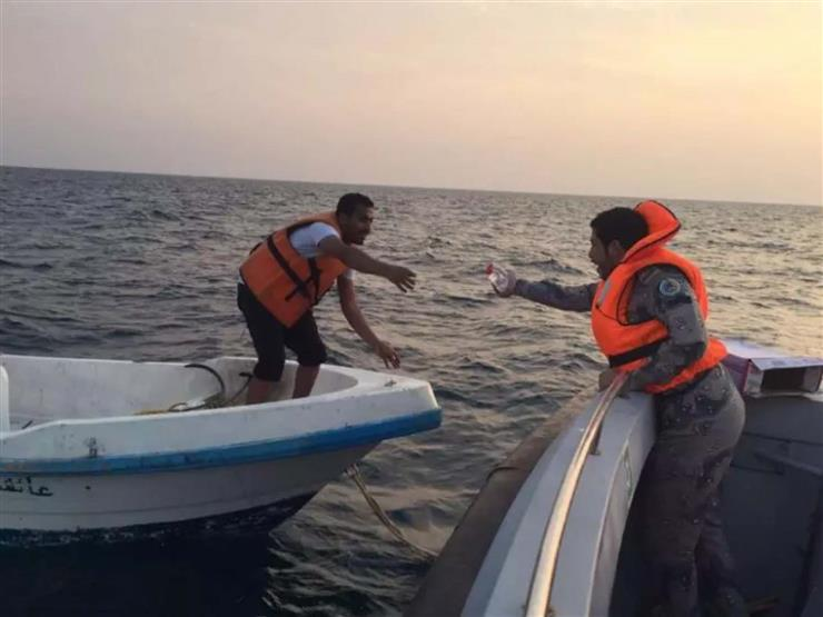 وسط أمواج العاصفة.. العثور على 17 صيادًا تعطل قاربهم أسبوعًا في البحر المتوسط