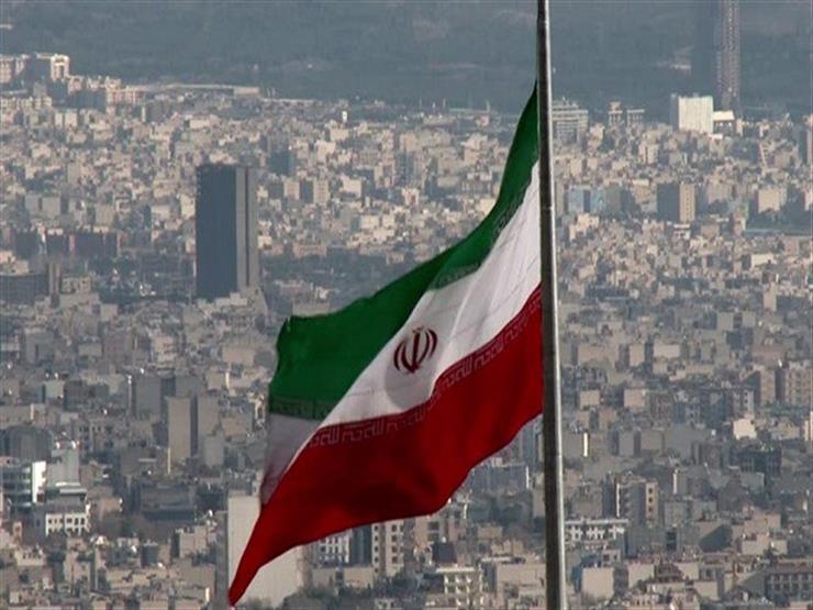 إيران تستعرض عددا من القطع العسكرية الحديثة