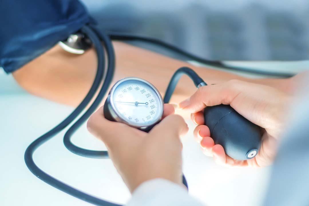 ما المعدل الطبيعي لضغط الدم ومتى نقيسه؟..  علامات منذرة