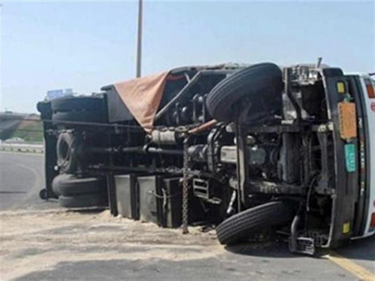 إصابة 4 عمال في انقلاب سيارة نقل بدمياط