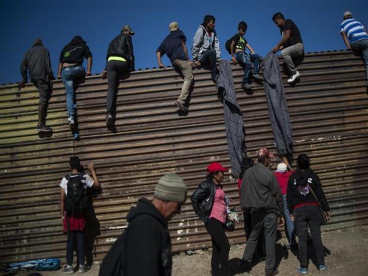 السلطات الأمريكية :توقيف 400 مهاجر عبروا الحدود من المكسيك خلال أنفاق