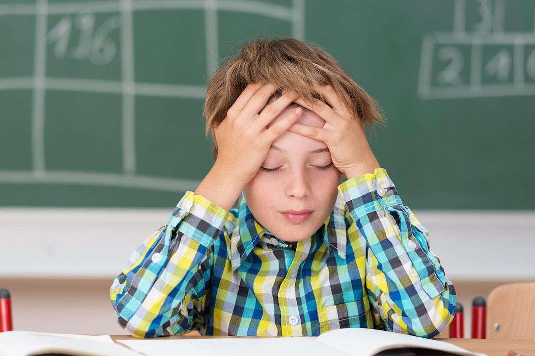 إجبار طفلك على المذاكرة يضره.. إليك الحل