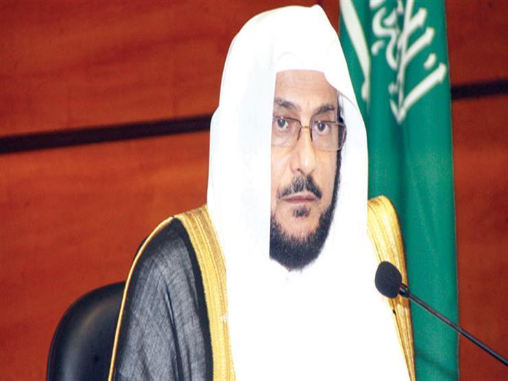 """وزير سعودي يرد على خطيب وصف البائعات السعوديات بـ""""من تأكل بثدييها"""""""
