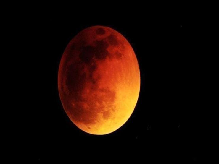 يستمر 63 دقيقة.. بدء أول خسوف جزئي للقمر في 2019