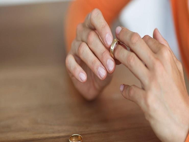 """""""ملبوسة بجن"""".. أحمد يطلب فسخ عقد زواجه أمام محكمة الأسرة"""