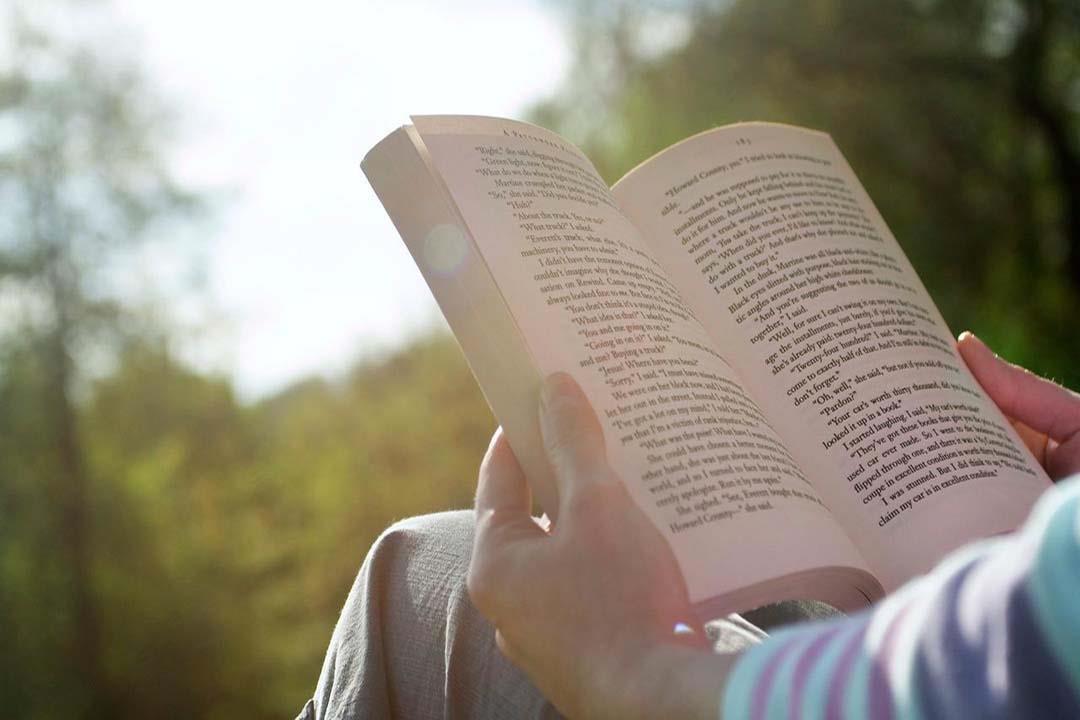 """""""علاجك في معرض الكتاب"""".. القراءة تخلصك من هذه الأمراض"""