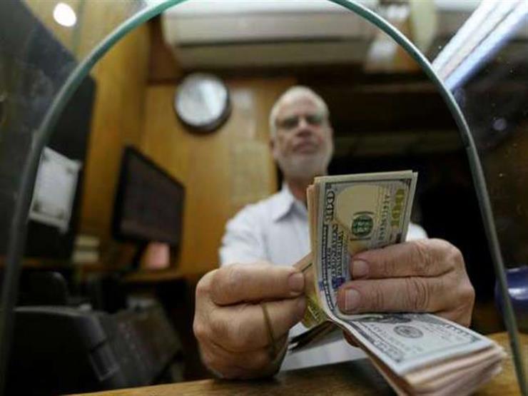ما موقف حركة بيع وشراء الدولار في البنوك والصرافات بعد انخفاضه؟