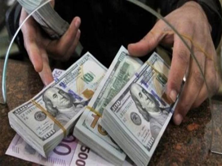 انخفض في أحدها 18 قرشًا.. تحركات جديدة لأسعار الدولار ببعض البنوك