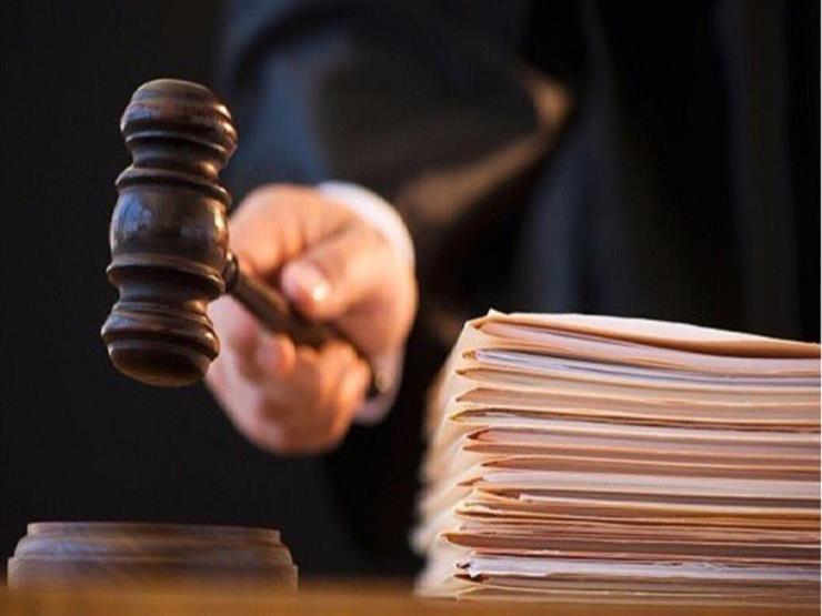 """""""منى"""" تلجأ للمحكمة: جوزي بينادي بناته بـ""""عاطف ولطفي"""""""