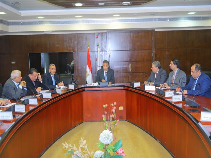 وزير النقل يتابع تنفيذ 6 محاور على النيل بصعيد مصر