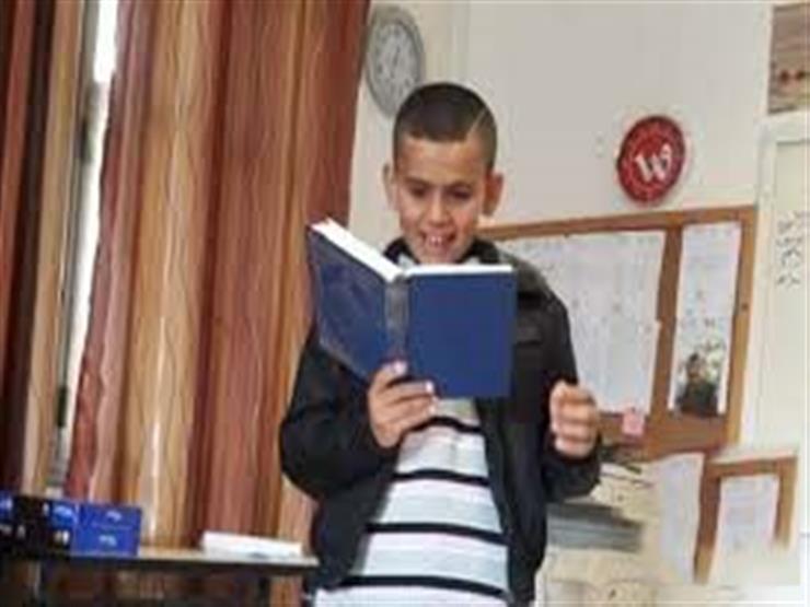 يحفظ القرآن ويحل عمليات حسابية صعبة.. تعرف على قصة طفل فلسطيني مصاب بالتوحد