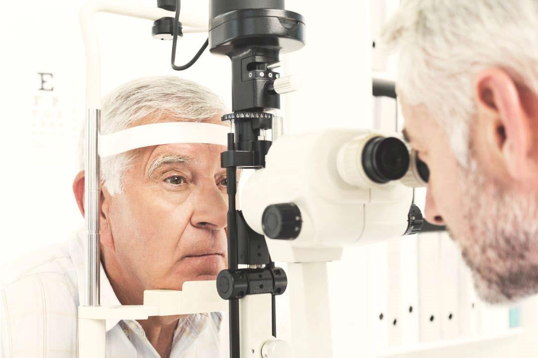 أمراض قد تصيب العين بعد سن الأربعين.. نصائح ضرورية