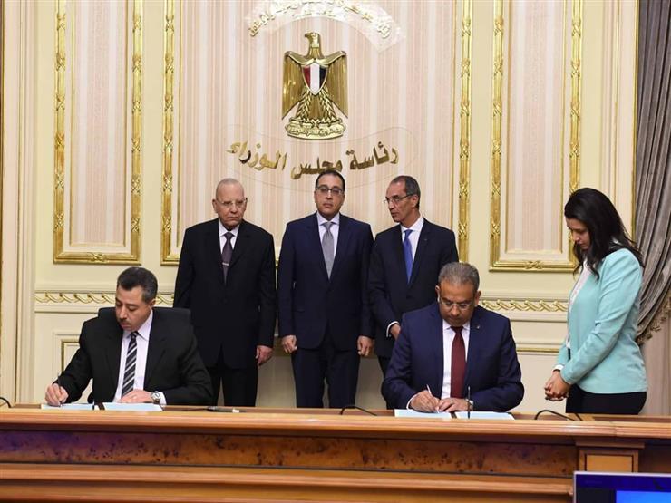 """رئيس الوزراء يشهد توقيع بروتوكول تعاون بين """"الشهر العقاري"""" و""""هيئة البريد"""""""