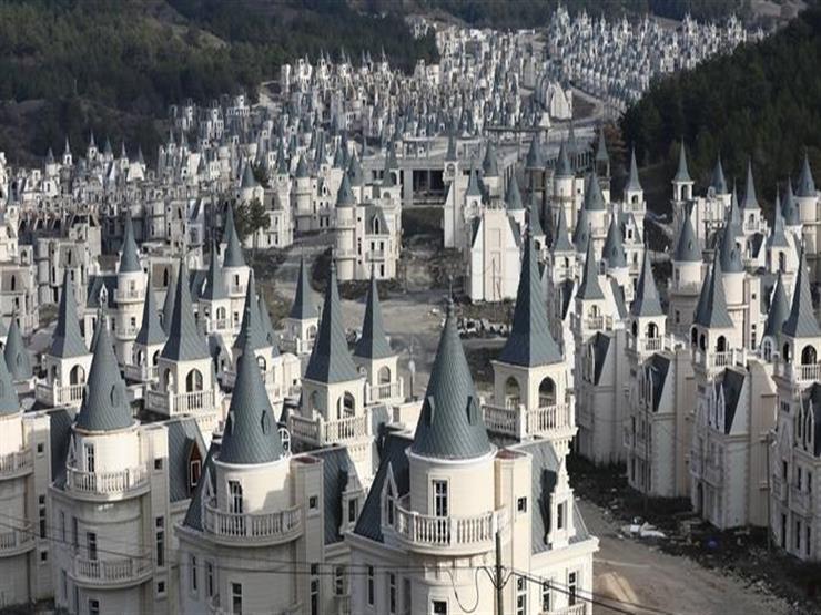 """""""قصور ديزني"""" التركية التهمت ملايين الدولارات وانتهت مدينة أشباح"""
