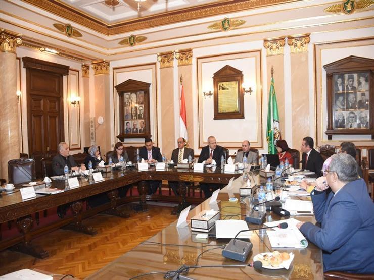 """رئيس جامعة القاهرة يستعرض تقريرًا بشأن إنجازات """"الحد من المخاطر"""""""
