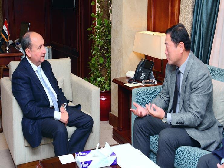 """وزير الصناعة يبحث مع رئيس شركة """"إل جي"""" التوسع في السوق المصري"""