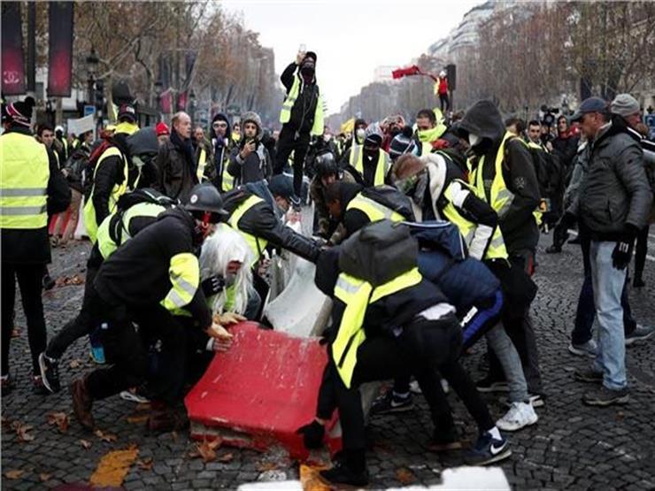 """اشتباكات بين """"السترات الصفراء"""" والشرطة قرب البرلمان الفرنسي"""