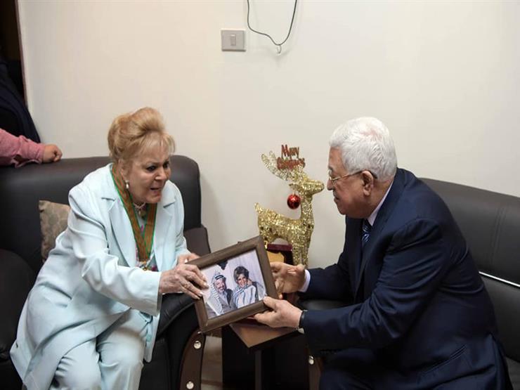 نادية لطفي تكشف عن كواليس زيارة الرئيس الفلسطيني لها