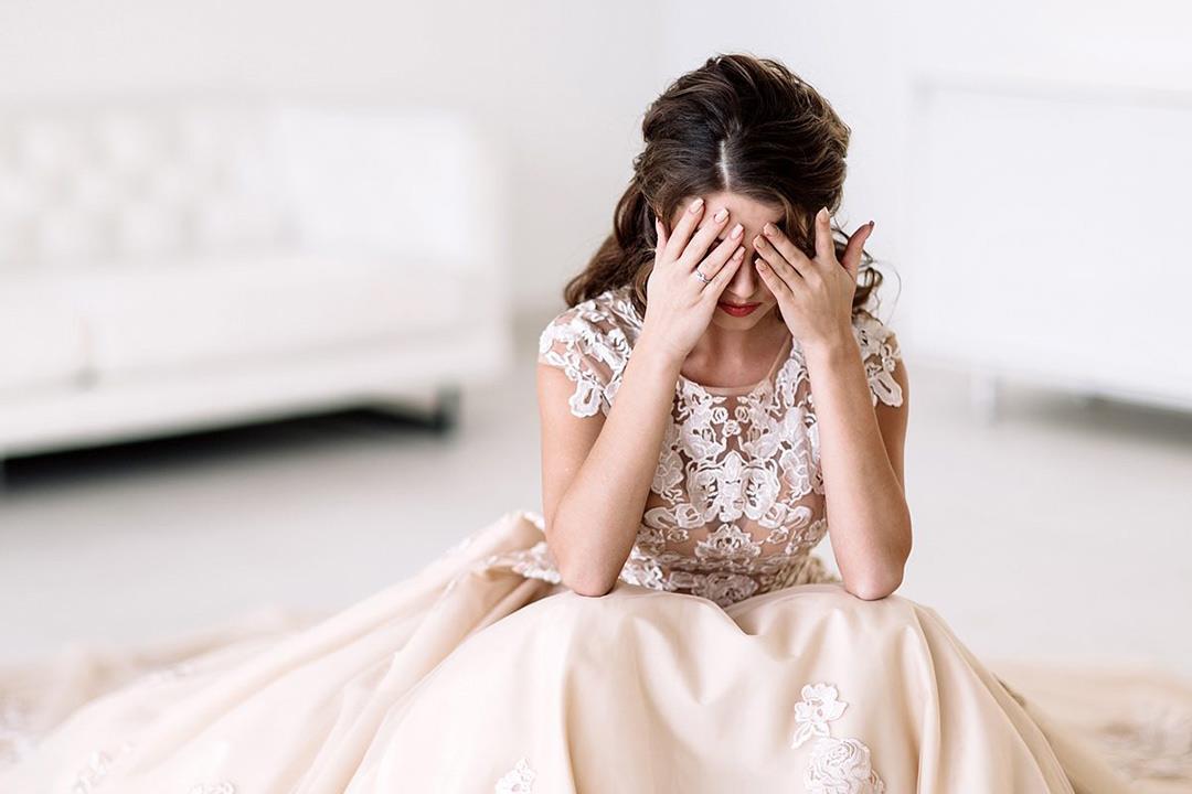 عروس مع الإيقاف.. ما فعلته خرافات الأهل بحياة بناتهن الجنسية