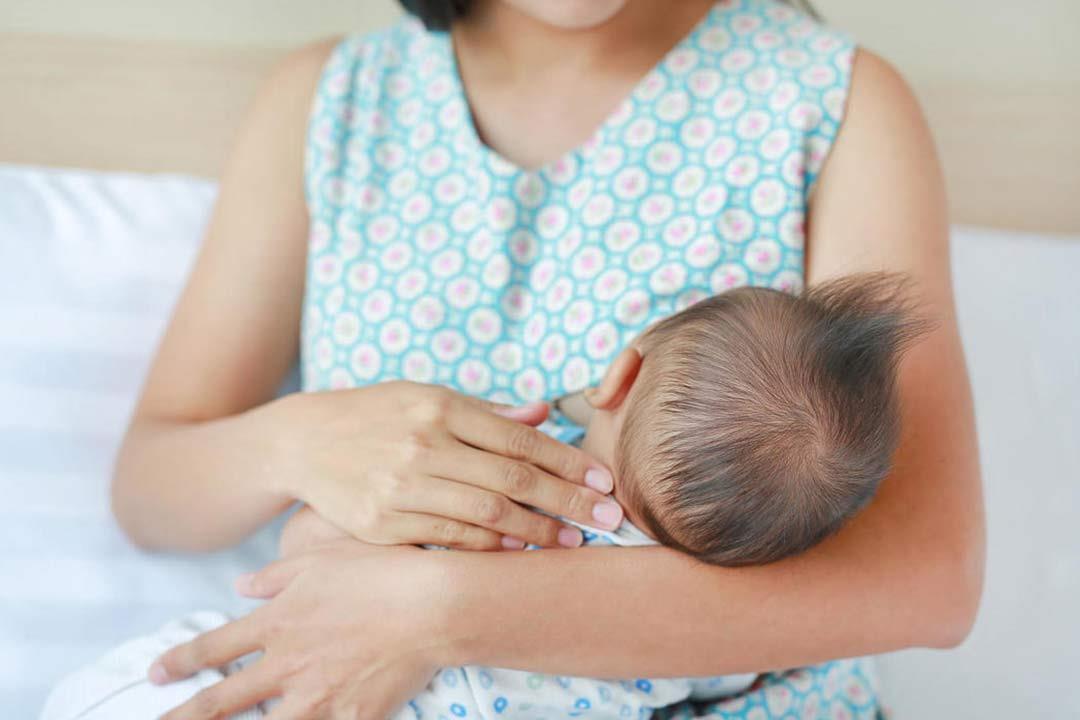 الرضاعة الطبيعية تهددِك بمشكلات أثناء الصيام.. إليكِ طرق الوقاية