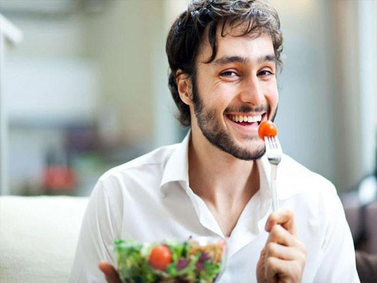 في يوم الصحة النفسية.. كيف يؤثر الطعام على حالتك المزاجية؟