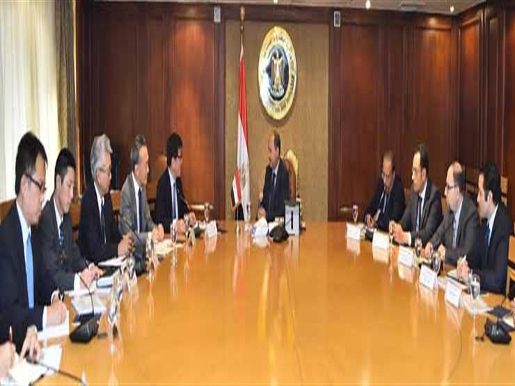 وزير الصناعة يبحث مع شركة تويوتا خطتها للتوسع بمصر