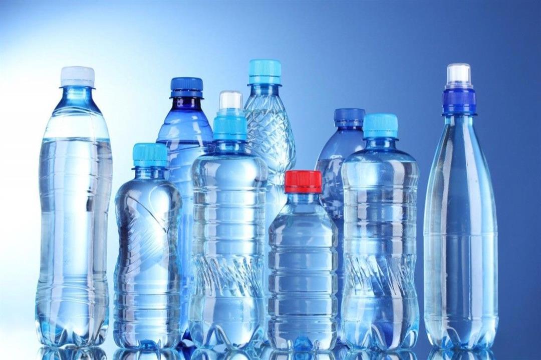 قد تجذب الجراثيم.. لماذا يجب غسل زجاجات المياه قبل الشرب؟