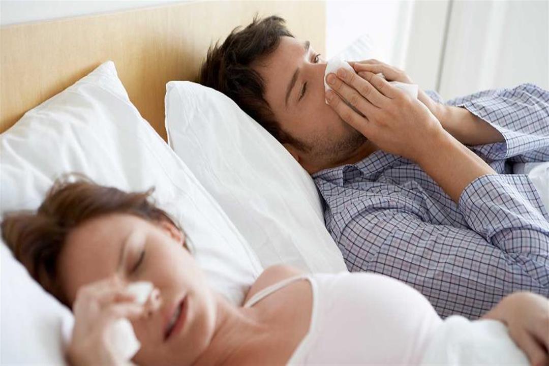 باحثون: العلاقة الحميمة تحميك من نزلات البرد