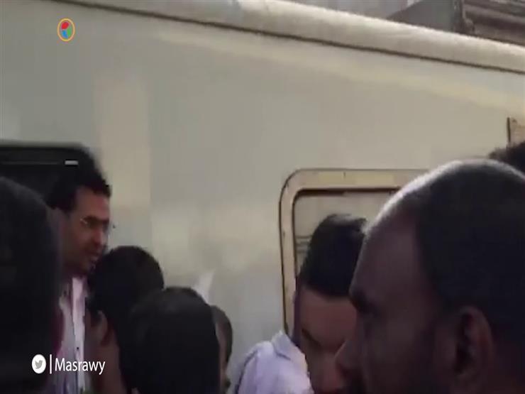 """شاهد.. زحام وارتباك في المترو بعد سقوط """"رافعة ونش"""""""