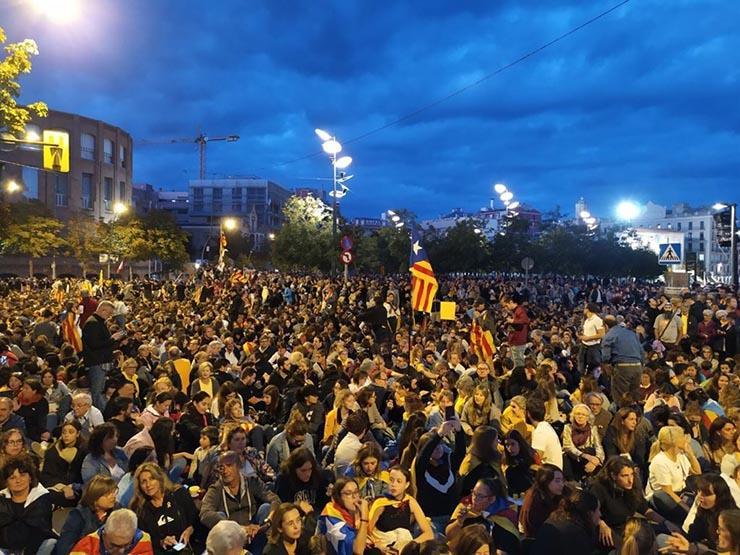 إلغاء رحلات وإغلاق طرق إثر إضراب عام في كتالونيا