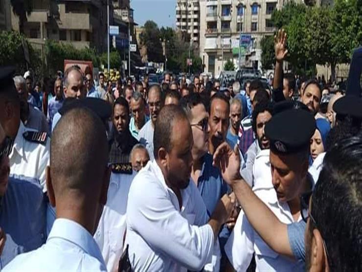في لفته إنسانية.. المحامي محمد الباقر يشيع جنازة والده في حراسة الداخلية