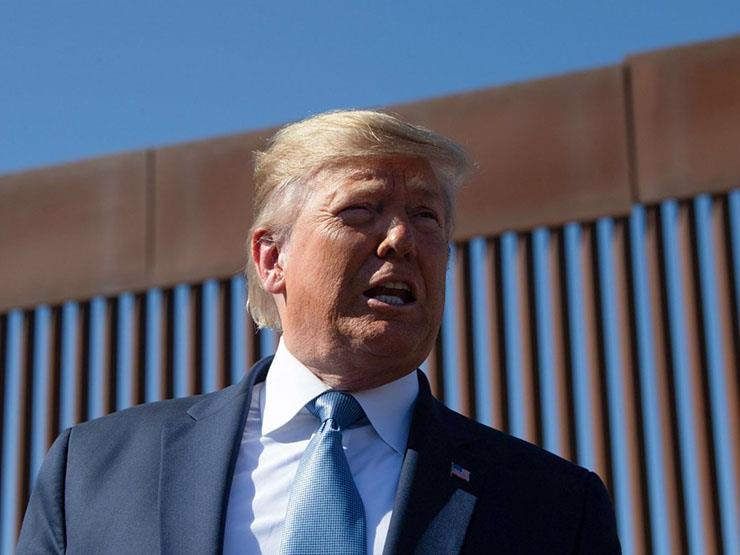 دونالد ترامب يقترح إطلاق النار على سيقان المهاجرين