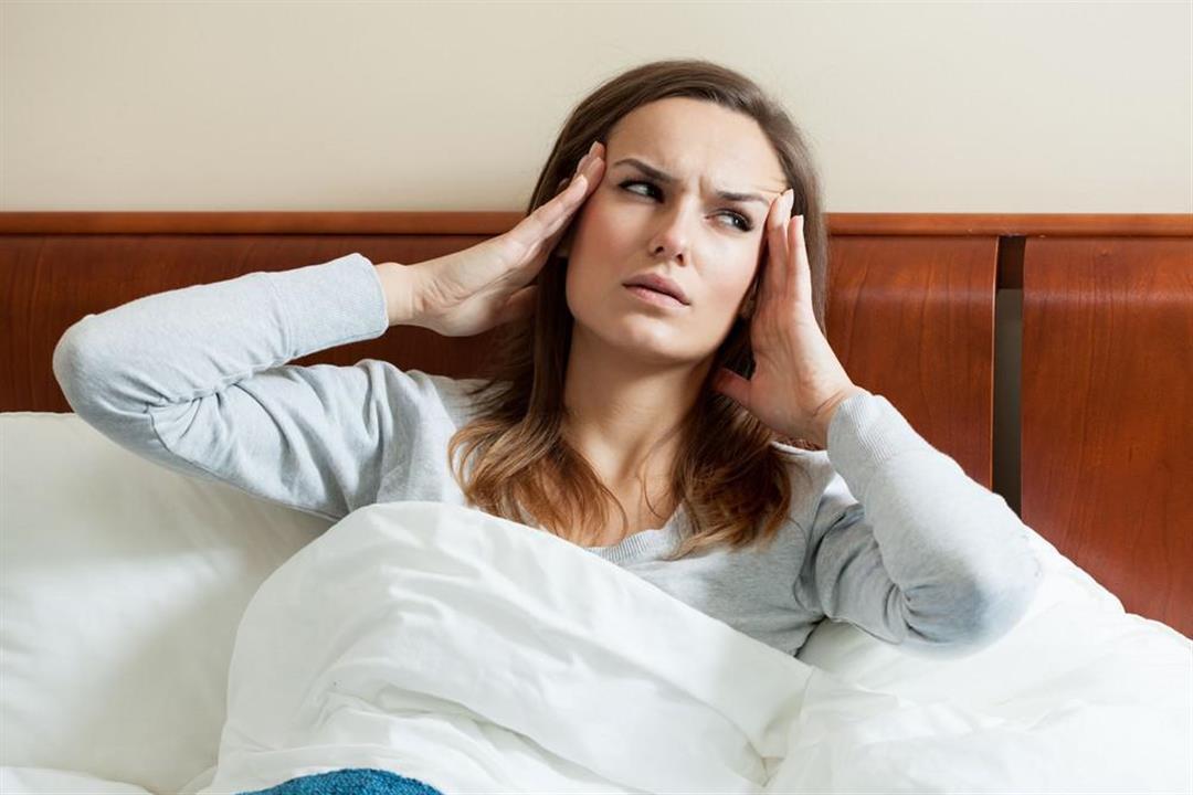طبيب يكشف أسباب الإصابة بالصداع النصفي بعد الاستيقاظ
