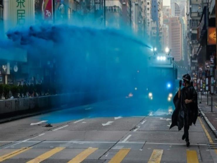 رئيسة هونج كونج وقائد الشرطة يعتذران إثر تعرض مسجد لماء ملون