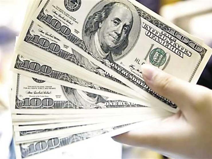 الدولار يواصل التراجع أمام الجنيه في بنكي الأهلي ومصر بنهاية التعاملات