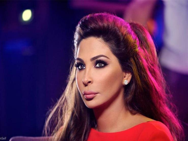 """إليسا تدعو للتظاهر ضد """"الكل"""" وتدافع عن الصليب الأحمر اللبناني"""