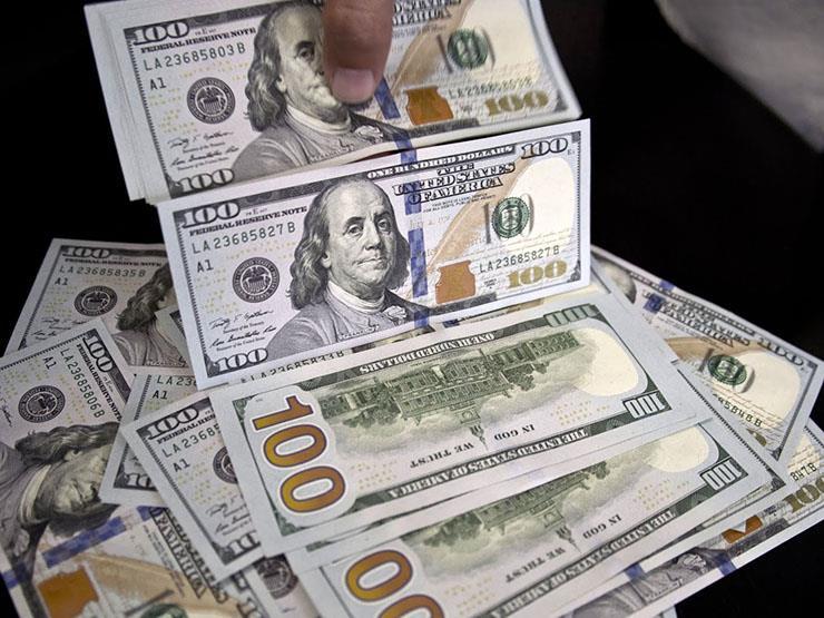الدولار يواصل تراجعه أمام الجنيه.. فما هي الأسباب؟