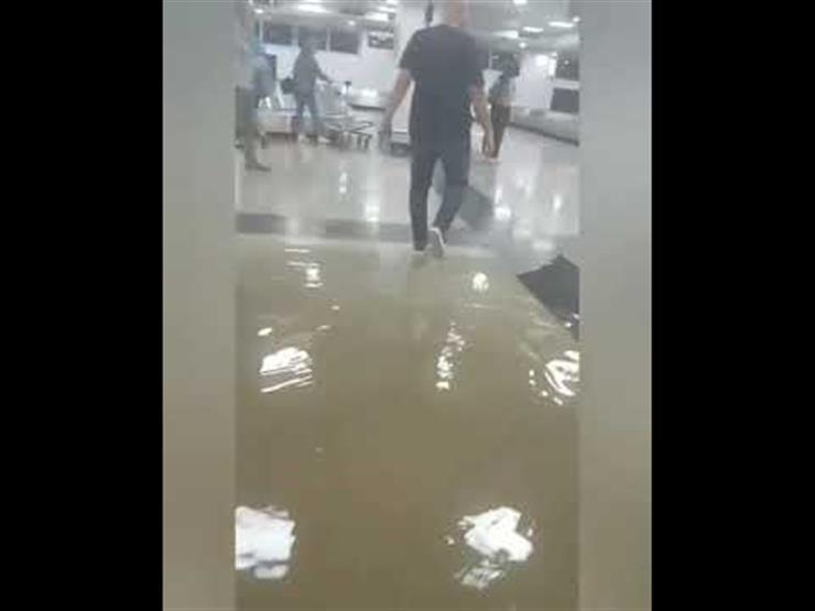 فيديو| الأمطار تغرق صالة وصول بمطار القاهرة.. والشركة تُعلق