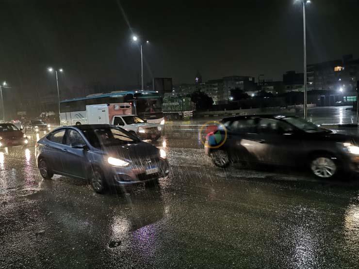 الحكومة توجه جميع المحافظات برفع درجة الاستعداد لمواجهة الأمطار