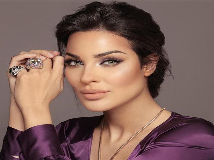 "نادين نسيب نجيم: ""طلقونا.. لبنان ينتفض"""