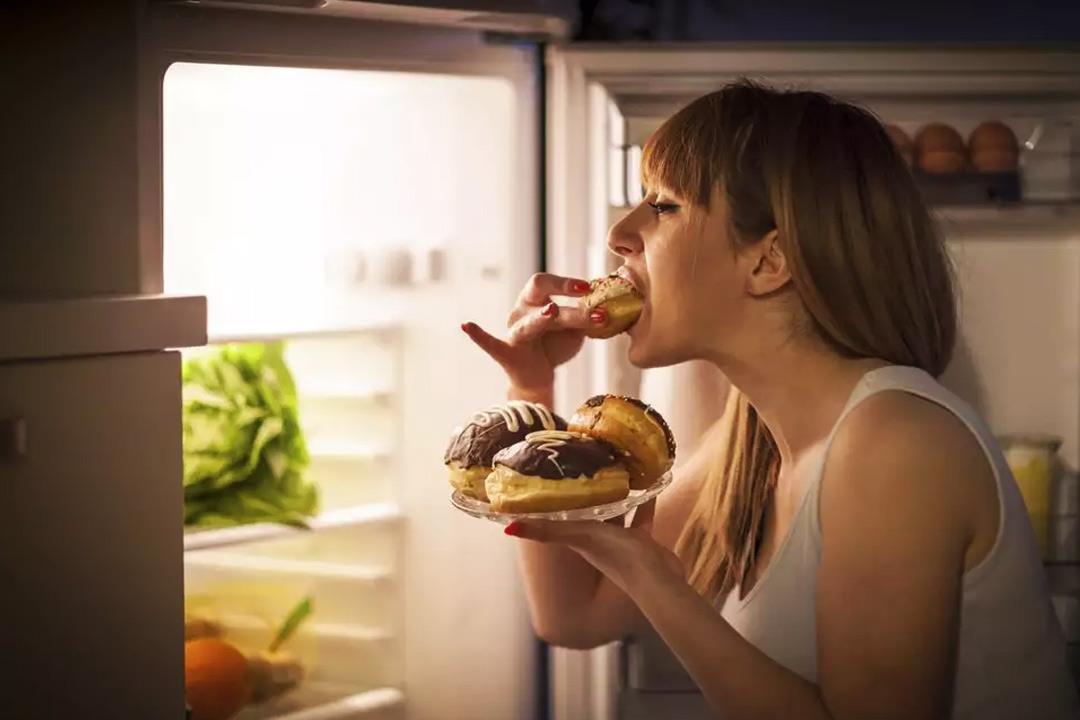 دراسة تنصح النساء بعدم تناول العشاء متأخرا: حفاظا على القلب