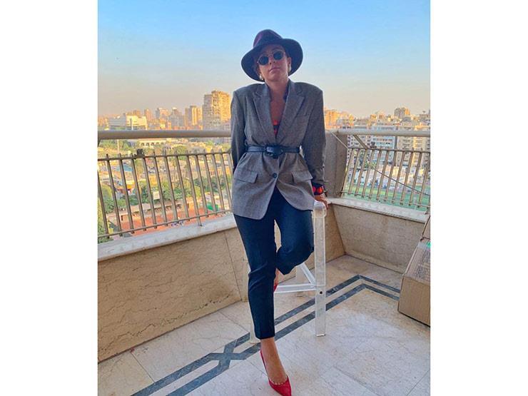 """اللبنانية عزيزة تصل القاهرة للاحتفال بأولى أغانيها المصرية """"أرقص معايا"""""""