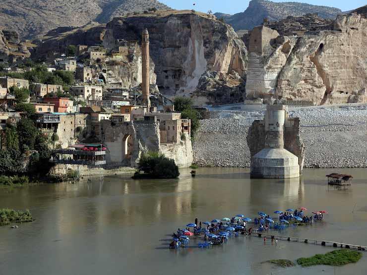 سد تركي يقضي على بلدة يعيش فيها الإنسان منذ 12 ألف عام