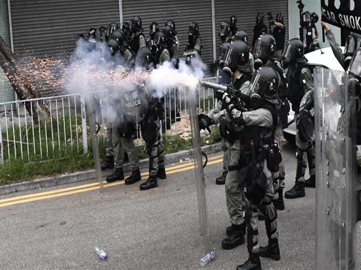 الشرطة تطلق الغاز المسيل للدموع خلال مهرجان في هونج كونج