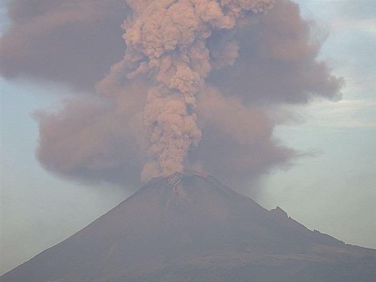 بركان يثور 14 مرة في ليلة واحدة بالمكسيك