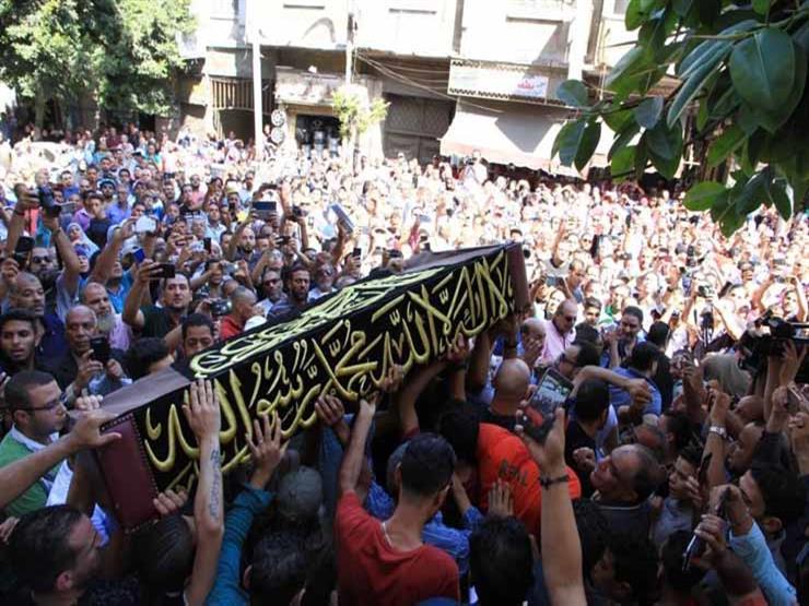 """هنا الزاهد تعلق على تزاحم الجمهور في جنازة طلعت زكريا: """"الناس بتحبك أوي"""""""