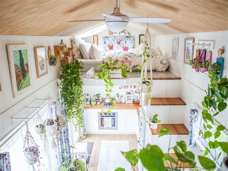 """""""غرفتين وحمام ومطبخ"""".. سيدة تستمتع بالعيش في منزل مساحته 8 أمتار فقط"""