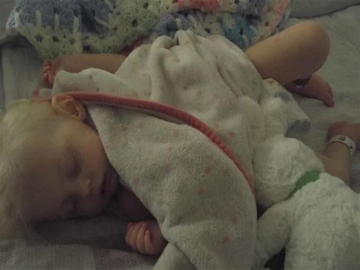 على حافة الموت.. طفلة فقدت دمها بسبب كثرة شرب الحليب