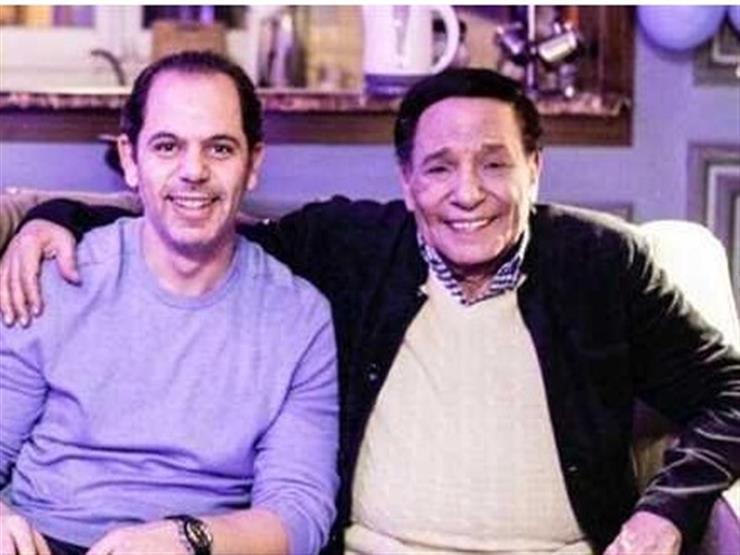 """رامي إمام يرد على شائعات وفاة والده بفيديو من الـ""""لوكيشن"""""""