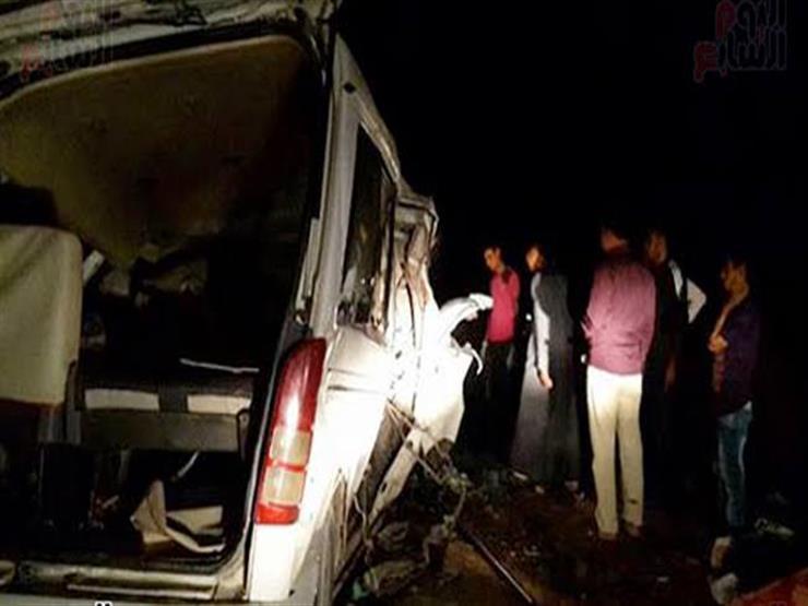 مصرع 9 أشخاص وإصابة 9 آخرين في حادث مروع بين سيارتين بسوهاج